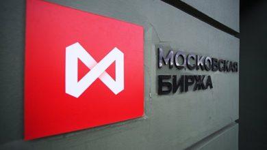 Photo of Российский рынок акций закрыл день снижением, а неделю — ростом