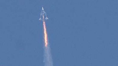 Photo of Миллиардер и основатель Virgin Galactic Ричард Брэнсон успешно завершил испытательный полет в космос